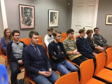Gimnazistai Prezidentinės Valdo Adamkaus bibliotekos-muziejaus Pasaulio lietuvių bendruomenės menėje